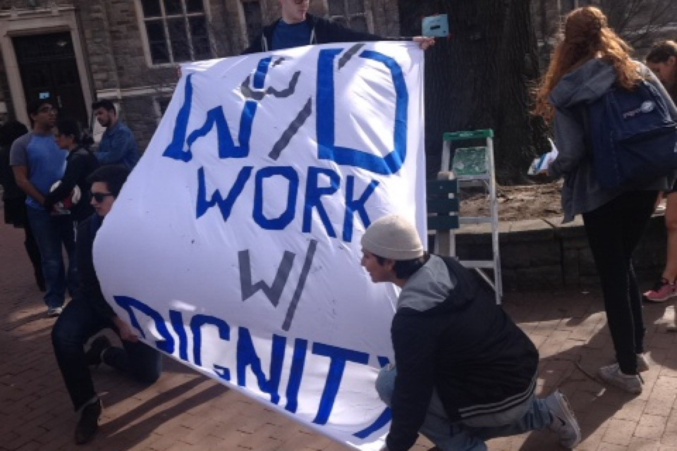 Students protest at university negotiations with workers