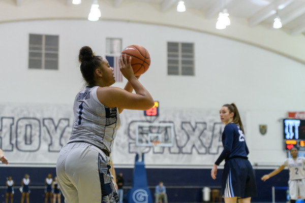 The Cats got away: Slow second quarter dooms women's basketball to second straight loss