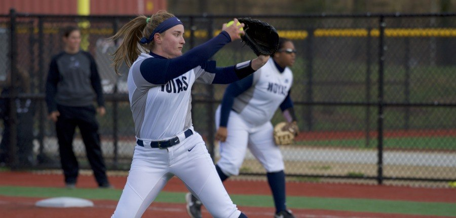 Softball Falls in Series at Creighton
