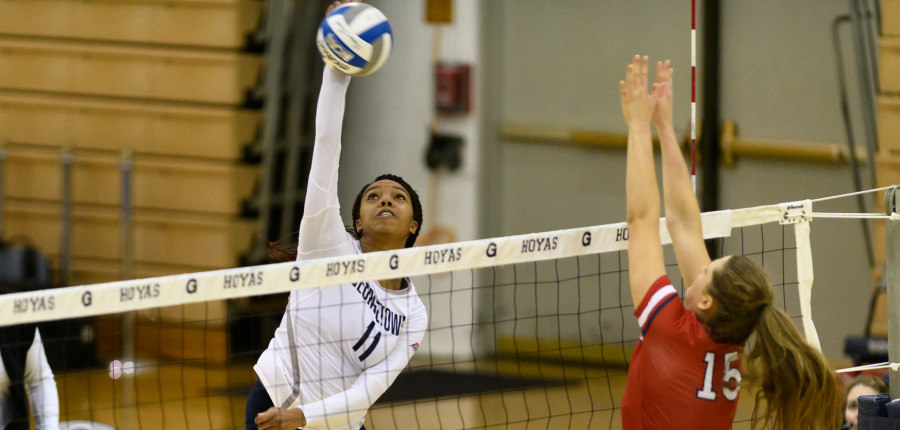 Volleyball Splits Games in Opening Tournament